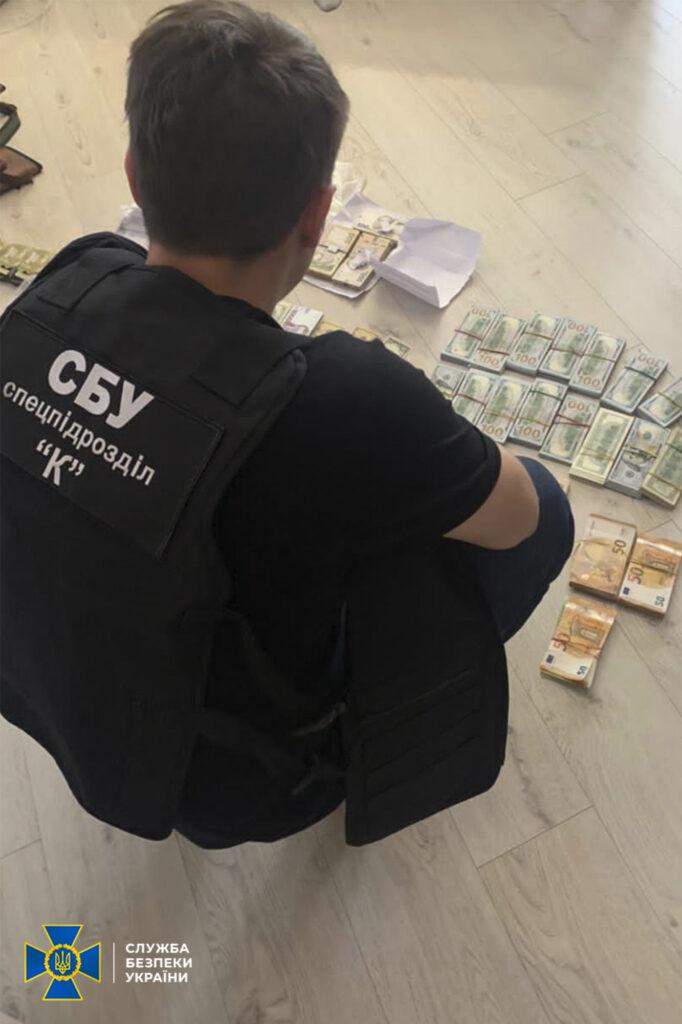 СБУ викрила державних виконавців Дніпра на розкраданні мільйонів гривень