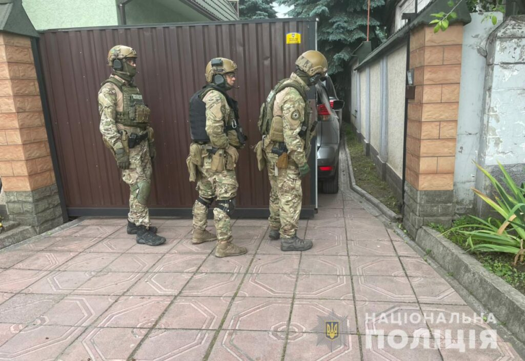 У Кам'янському поліцейські затримали вбивцю, який 13 годин погрожував самогубством