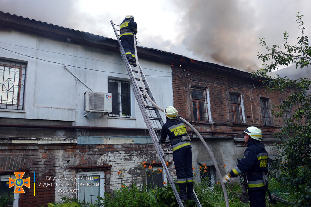 Кого та як рятували надзвичайники Дніпропетровщини під час пожеж 6-5 липня?