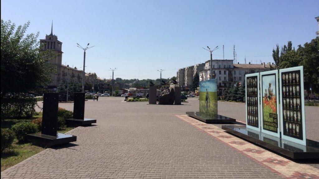 У Кам'янському вандали пошкодили Меморіал загиблим воїнам АТО