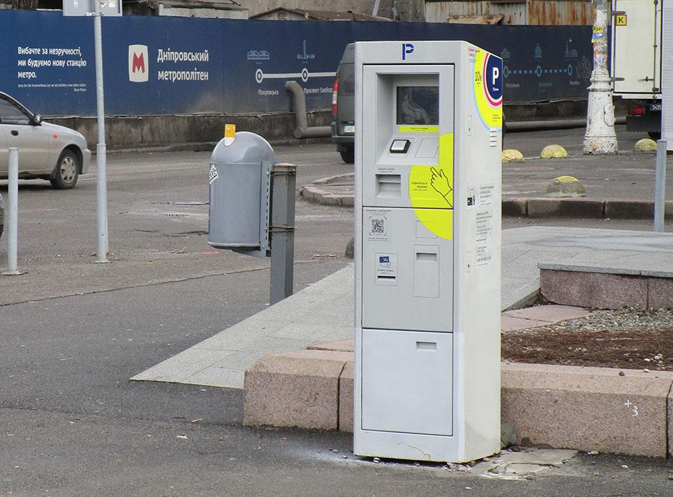 Фірма-монополіст, яка в Дніпрі збирає гроші з парковок – фактично банкрут