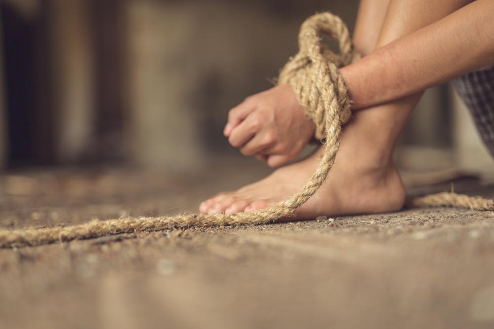 Рабство на Дніпропетровщині: організатор групи, що експлуатувала безхатьків, отримав 8 років позбавлення волі