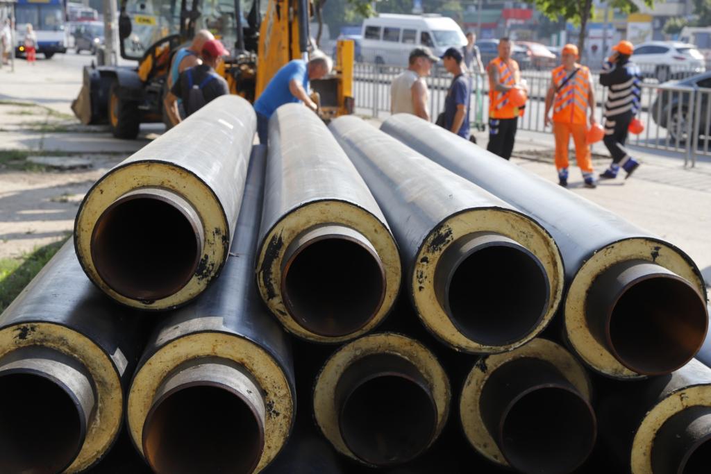 У Дніпрі звузили проїзд Слобожанським проспектом: міняють труби опалення