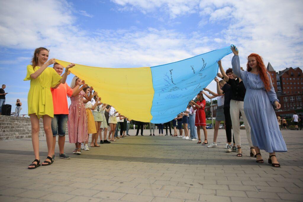 """Молодь Дніпра долучилася до Всеукраїнської акції """"Єднаймо молодь"""""""
