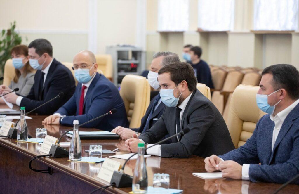 Уряд та представники місцевих влад підписали меморандум про непідвищення тарифів на тепло