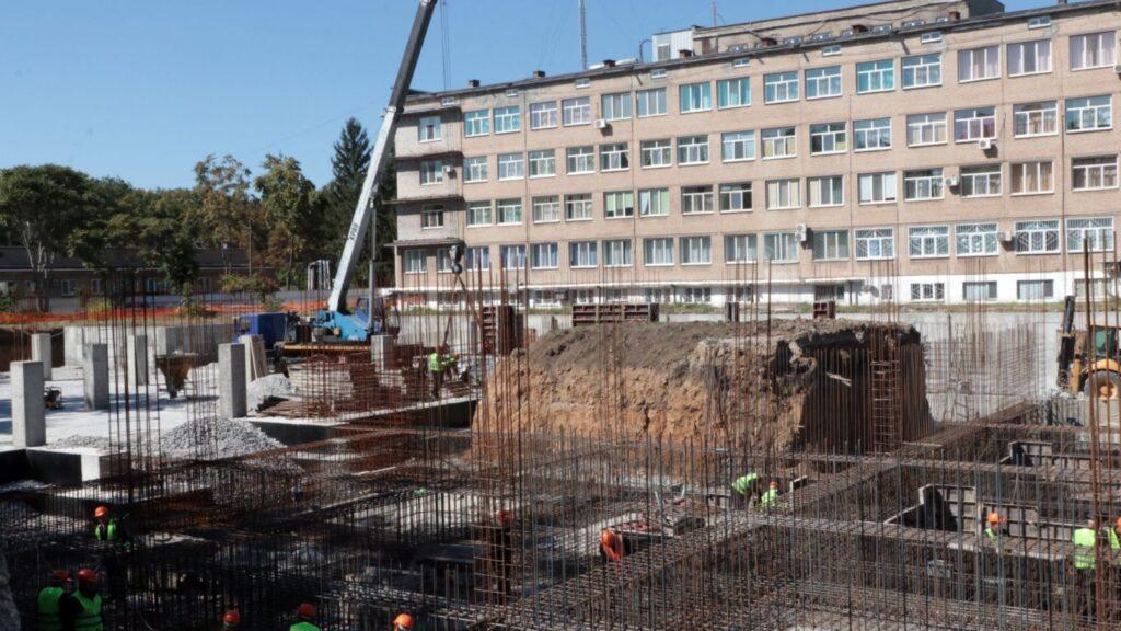 Голова Дніпропетровської обласної ради оглянув будівництво онкоцентру у Кривому Розі