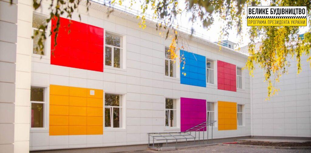 Учні дніпровської школи №104 вже навчаються в оновлених класах