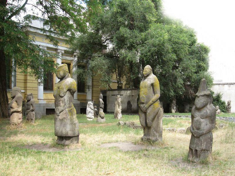 На Дніпропетровщині знов поставлять на «могилах» кам'яних баб