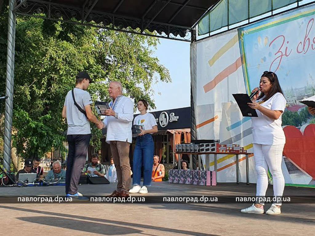 У Павлограді нагородили підлітків, які працювали влітку