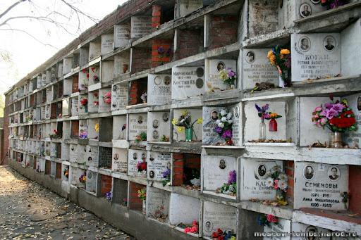 У Дніпрі на кладовищах облаштують колумбарії для урн з прахом